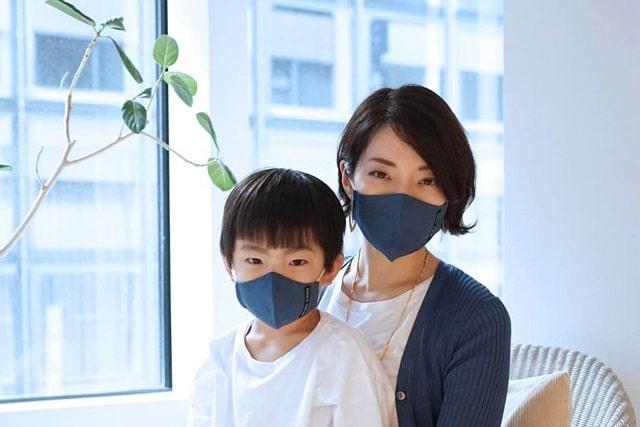 女性と男の子とビスポークマスク