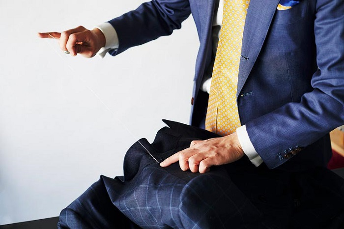 ハンドメイドスーツと職人の手
